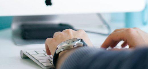 Czy kartą debetową można płacić przez internet?